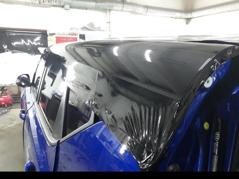 Черная глянцевая крыша авто