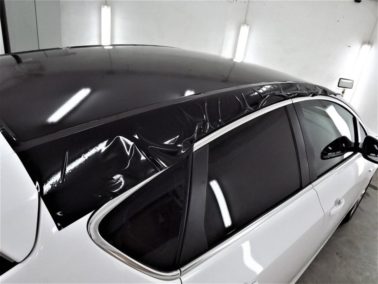 Черная панорамная крыша авто