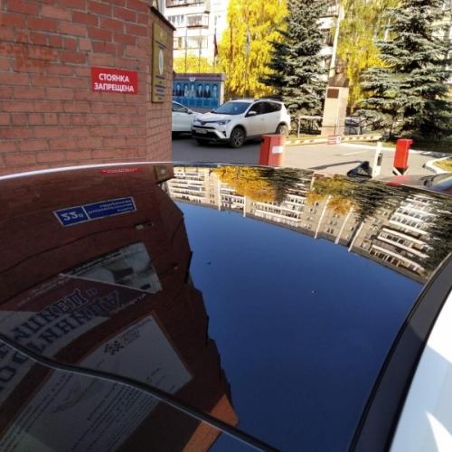 Оклейка крыши авто черной глянцевой пленкой в Челябинске